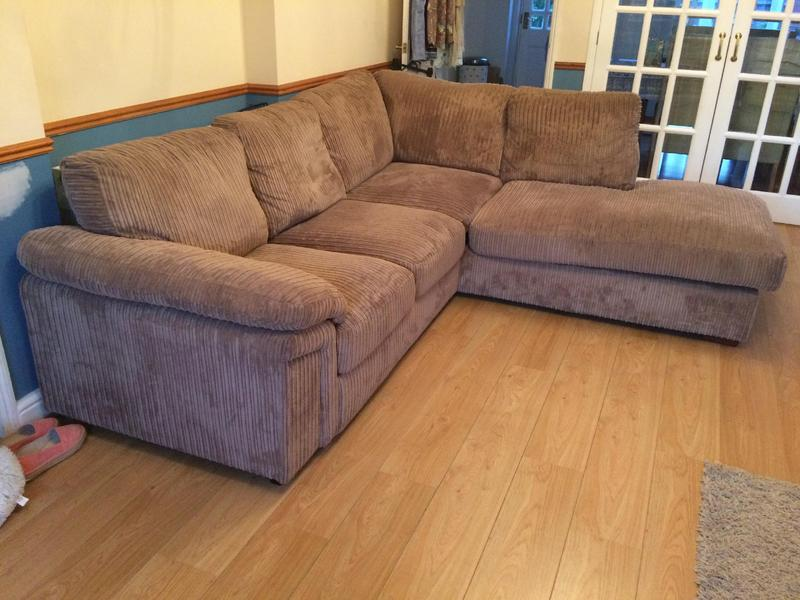 Lovely Comfy Corner Sofa In Ryde Sold